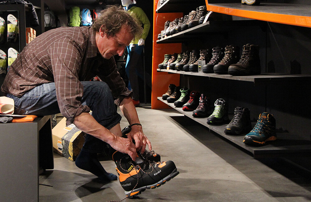 janusz gołąb ocenia rozmiar butów w góry zamberlan karka