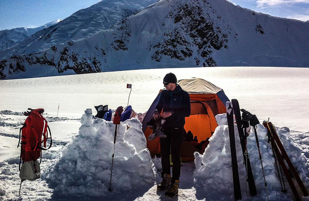 Alaska Denali Janusz Gołąb biwak