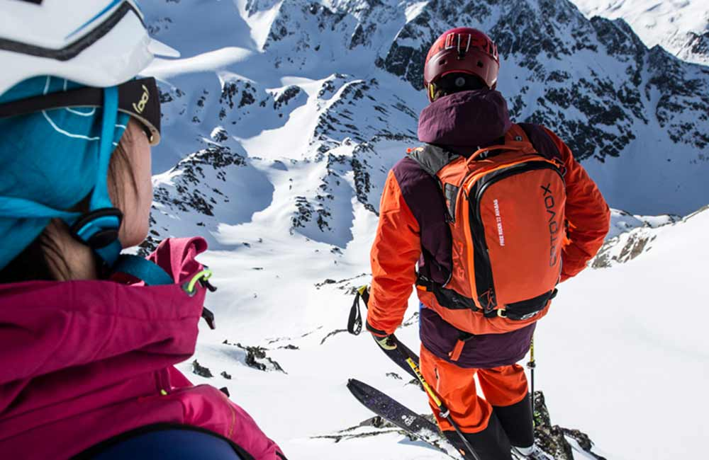 Jak bezpiecznie poruszać się po górach zimą?