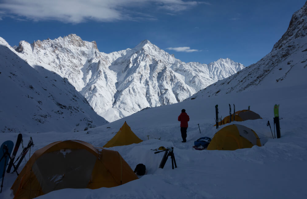 Wybór odpowiedniego miejsca biwakowania i poprawność rozstawienia namiotu wpływa na zwiększenie twojego bezpieczeństwa (fot. The North Face)