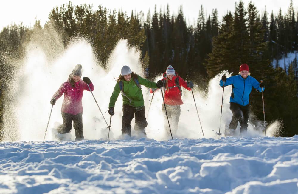 Wyścig na rakietach śnieżnych...a czemu nie? (fot. Columbia)