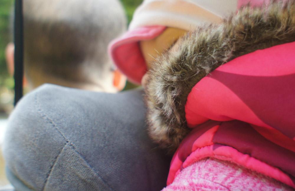 nosidełko turystyczne deuter kid comfort wyposażono w chin pad