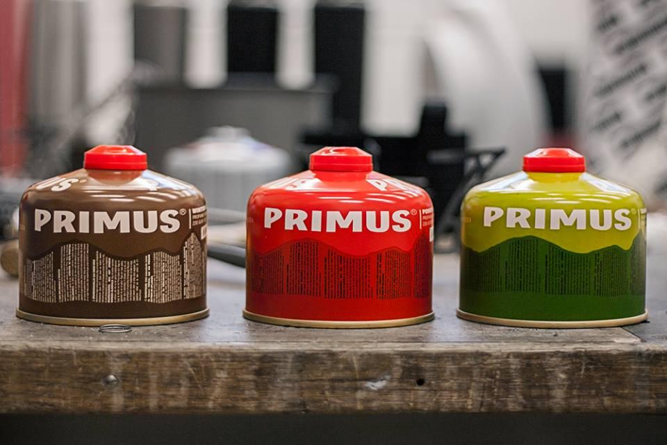 Kuchenki turystyczne zasilane są gazem z lekkich, jednorazowych pojemników (fot. Primus)