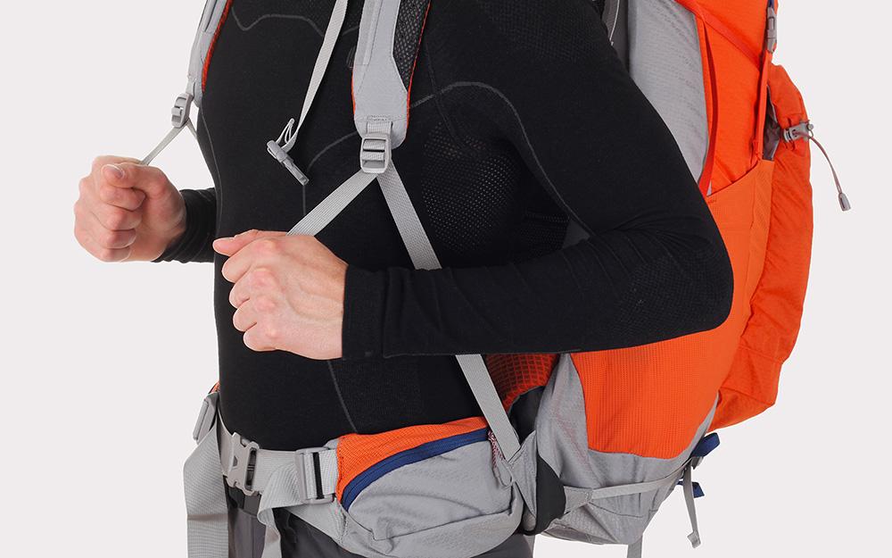 jak wyregulować plecak turystyczny