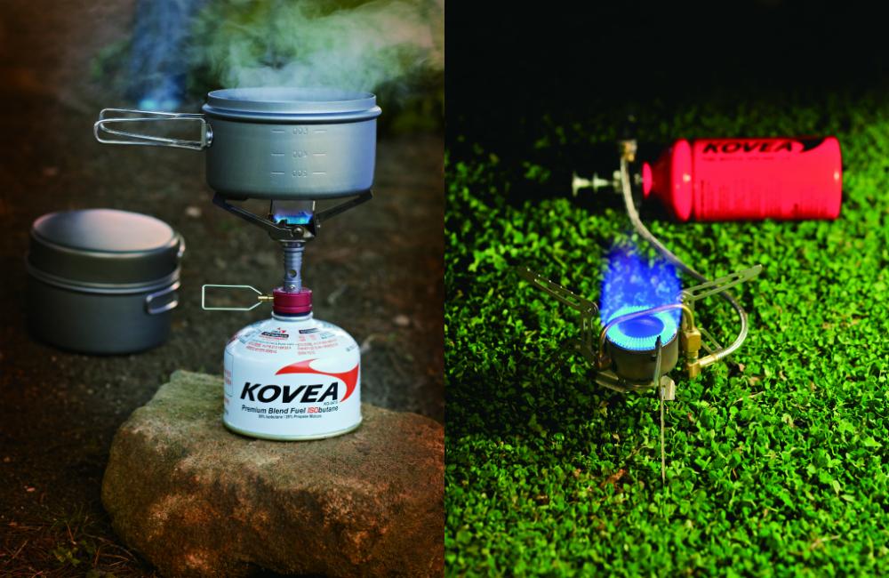 Kuchenki turystyczne - gazowa oraz kuchenka na paliwo płynne (fot. Kovea)