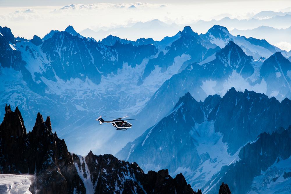 Śmigłowiec żandarmerii z Chamonix, dla pechowych turystów niekiedy ostatnia deska ratunku (fot. autor)