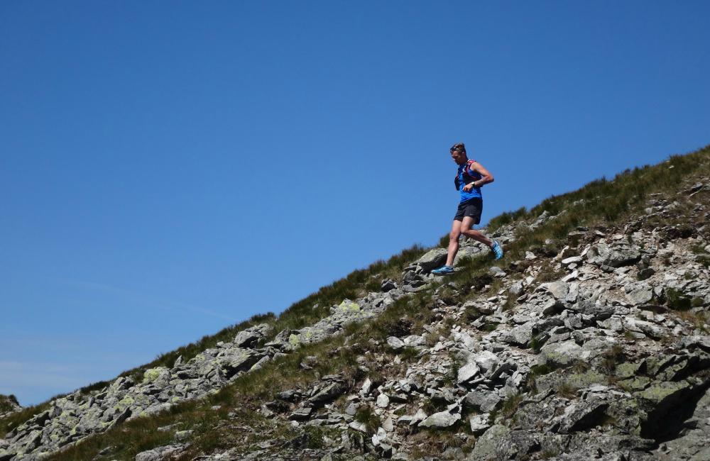 Osuwające się spod nóg kamienie - tu trzeba zachować szczególną ostrożność (fot. autor)