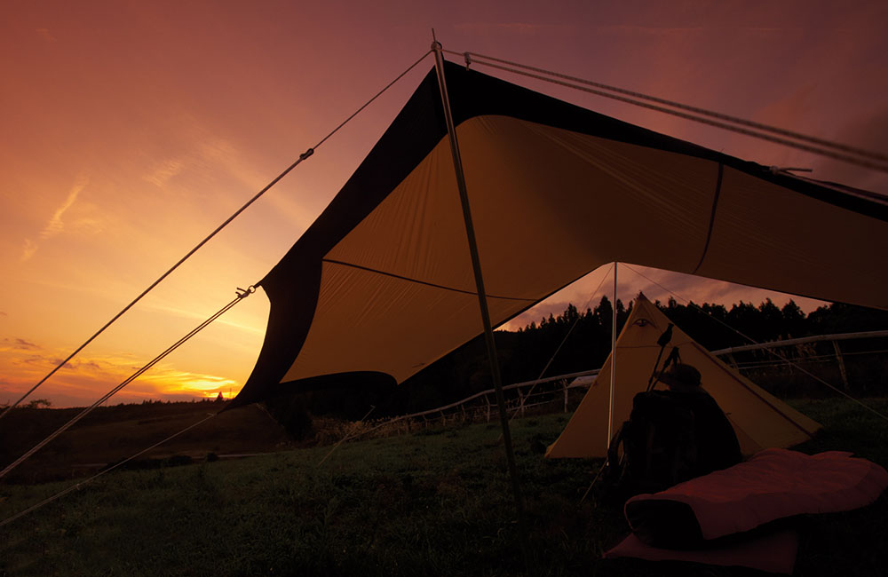 Siedząc w zamkniętym namiocie nie masz szans na podziwianie zachodu słońca czy rozgwieżdżonego nieba (fot. Kovea)