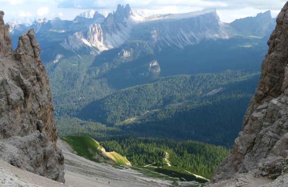 Krajobraz Dolomitów z drogi zejściowej z Tofany de Rozes (fot. autorka)