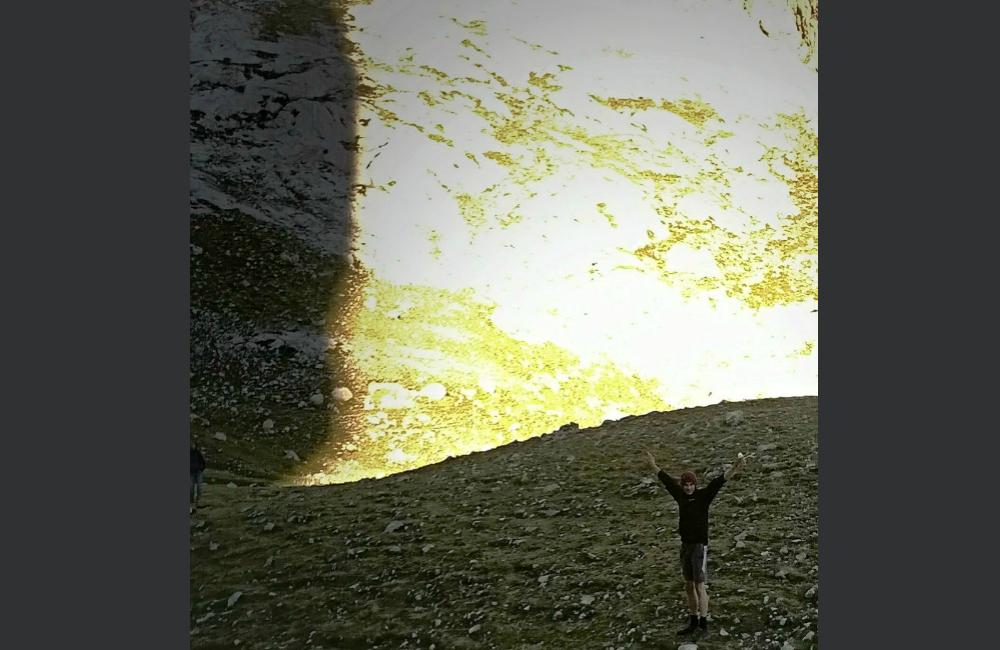 Łukasz i cień filara kantabryjskiego za nim
