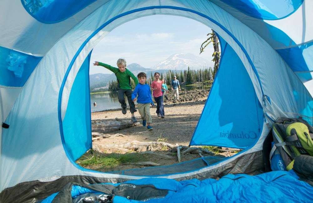 Spanie pod namiotem to dla dzieci wspaniała atrakcja.
