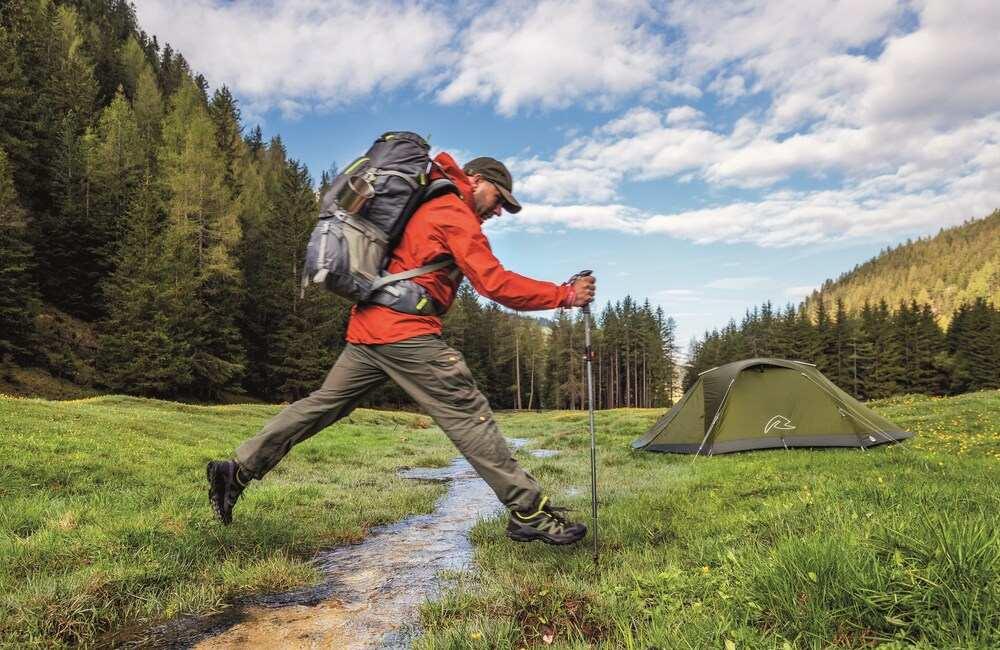 Pewny krok z kijami trekkingowymi
