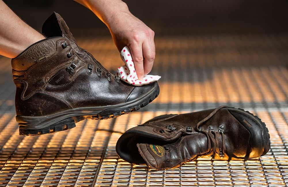 Jak zaimpregnować buty ze skóry licowej?