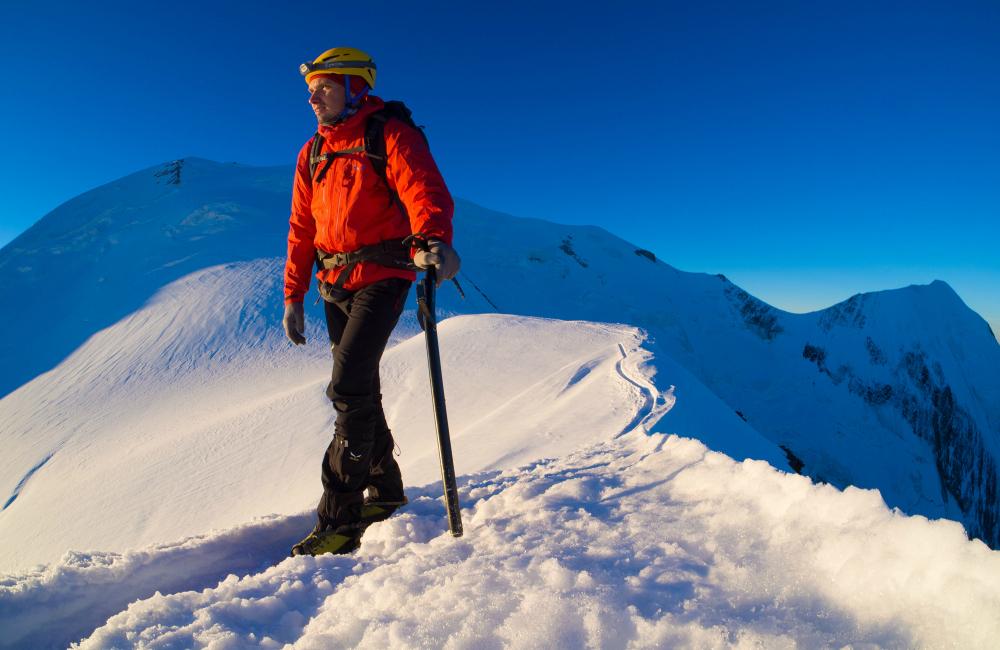 Podczas wejścia na Mont Blanc- wysokie stuptupy chronią buty i nogawki spodni przed śniegiem (fot. autor)