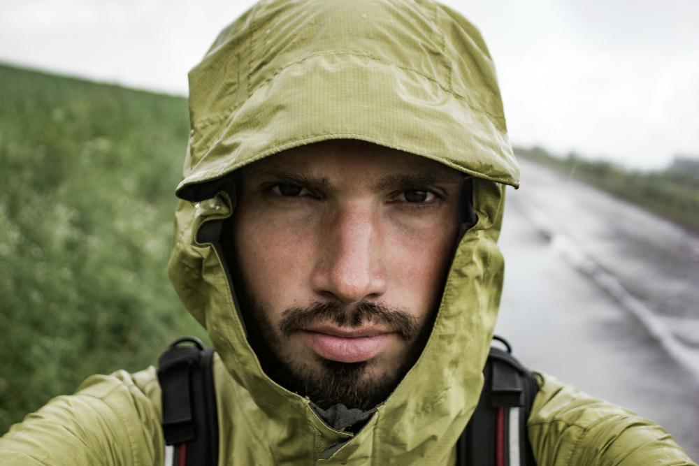 W drodze do Santiago de Compostela - kurtka TNF pomaga w niepogodzie (fot. autor)