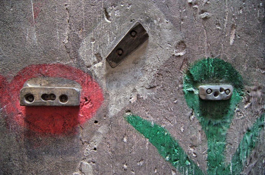 Chwyty zamontowane na ściance (fot. autor)