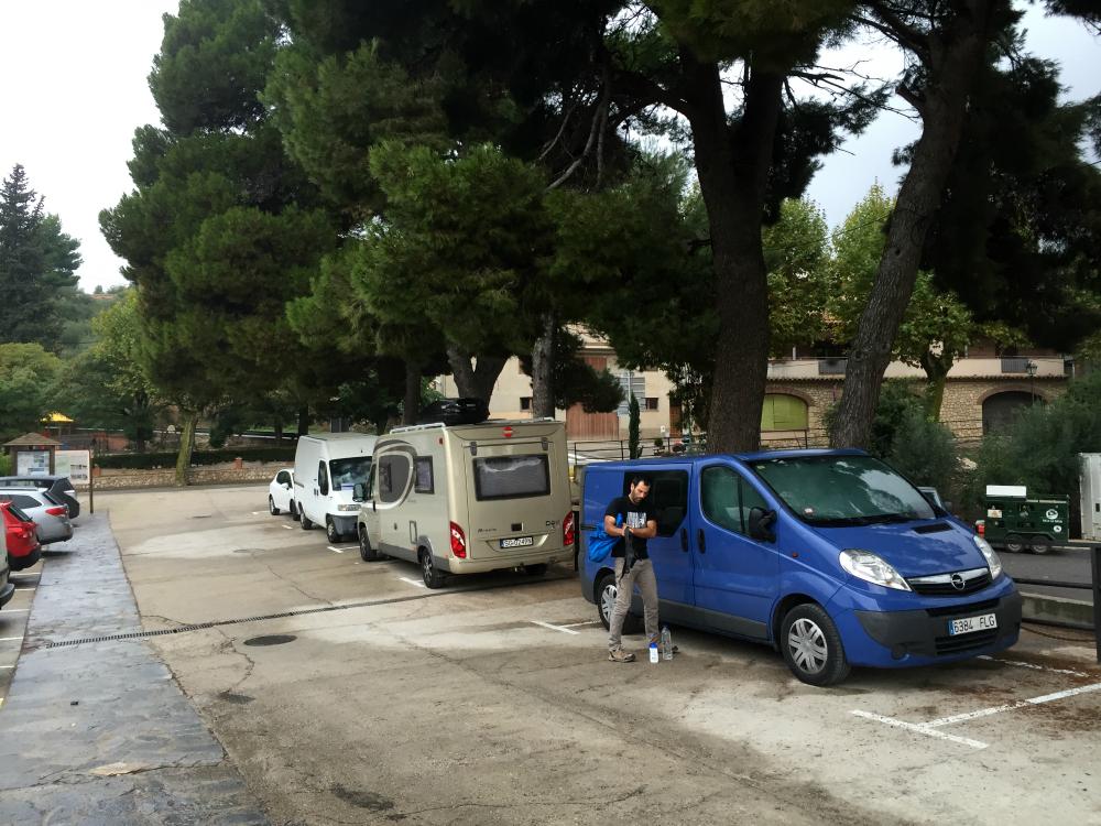 """Wspinaczkowy parking """"mieszkalny"""" (fot. 8academy)"""