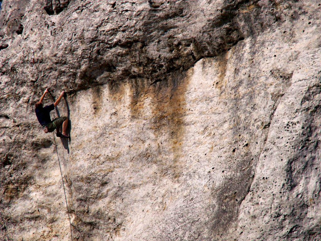 Wspinacz na Greku Korbie VI,5 (fot. Paweł Wrona)