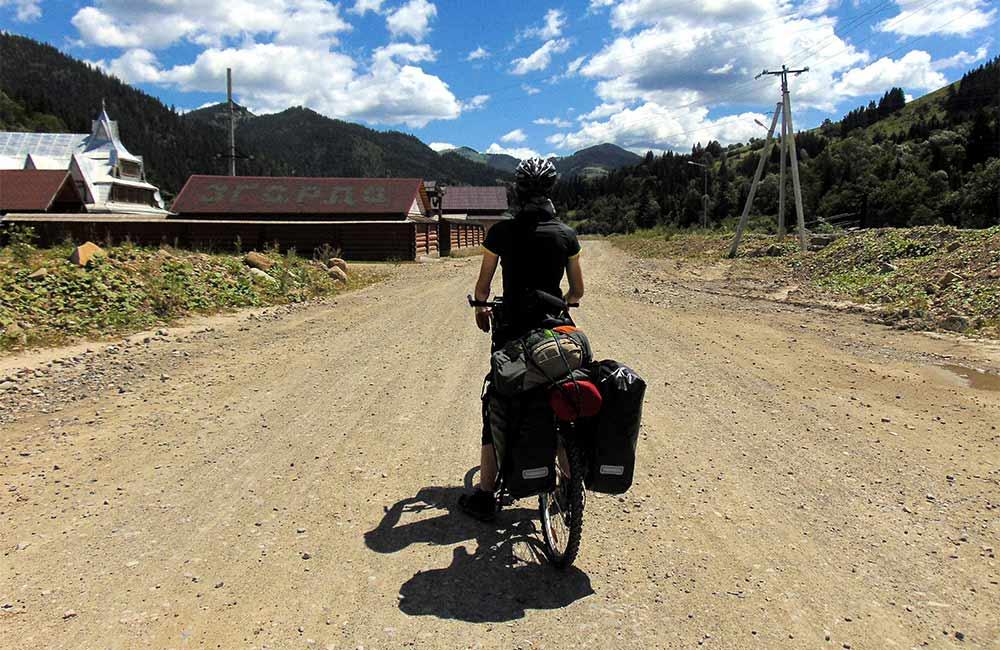 Jaki namiot na rower? Wybieramy namiot do turystyki rowerowej.