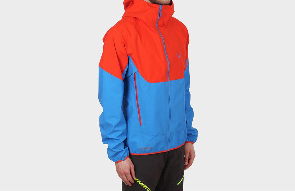Dobrze oddychająca kurtka w góry.