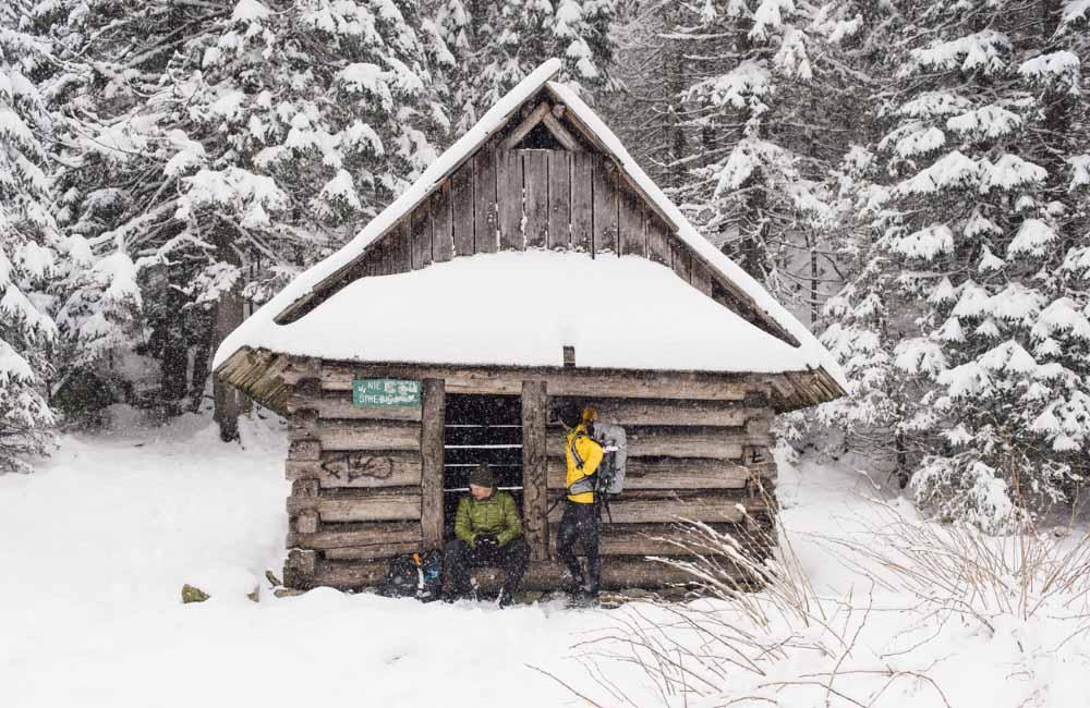Co zabrać zimą w góry