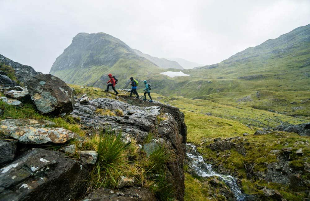 kurtka z membraną w góry to skuteczna ochrona przed deszczem