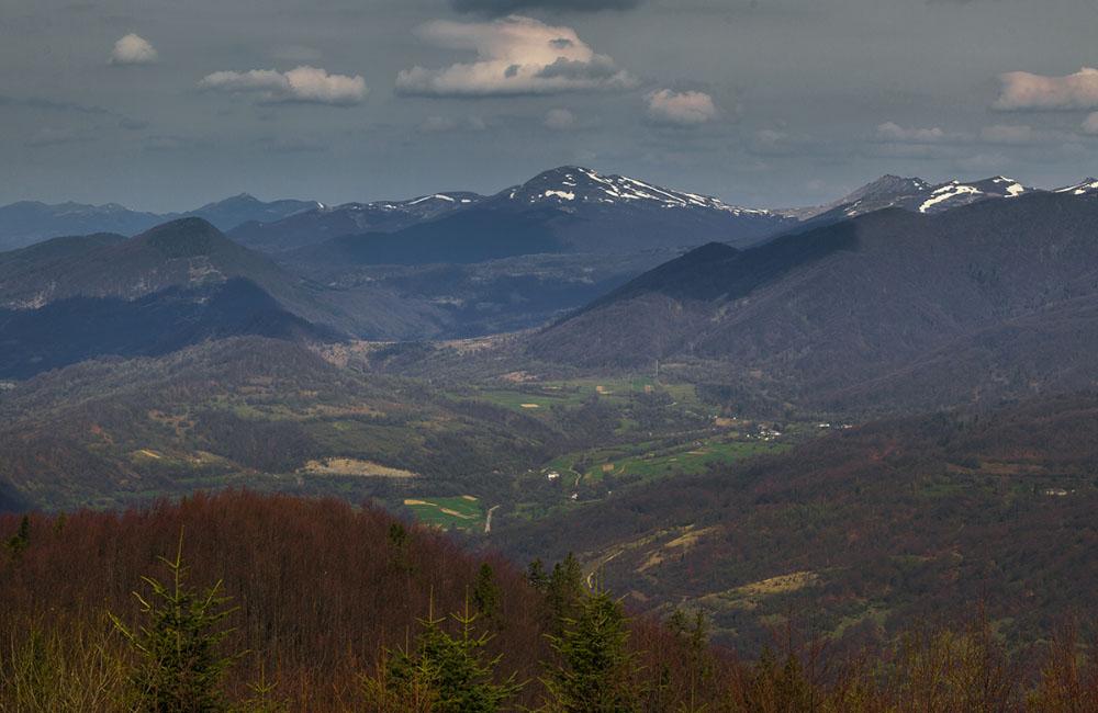 Bieszczady z Tarnicą w centrum (fot. Karol Nienartowicz)