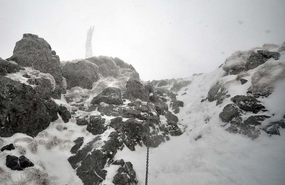Giewont jesienią i zimą, to wcale nie jest góra dla każdego (fot. Michał Bilko)