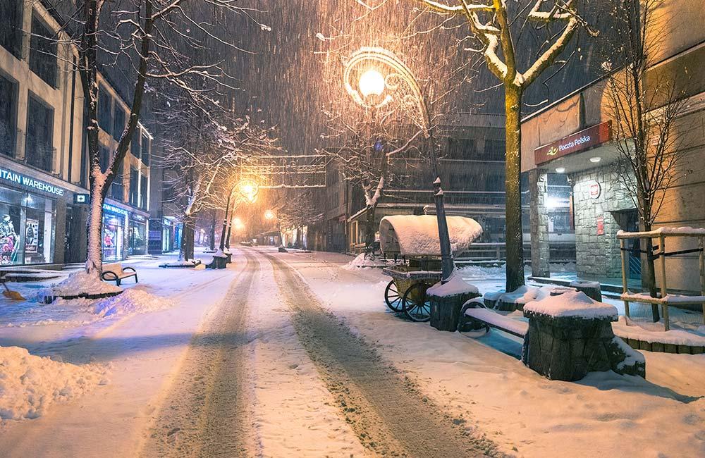 nocne Zakopane pod śniegiem