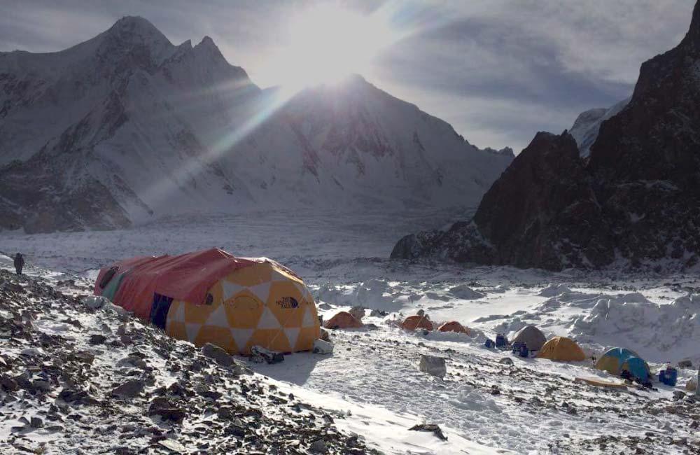 Baza pod K2 zimą
