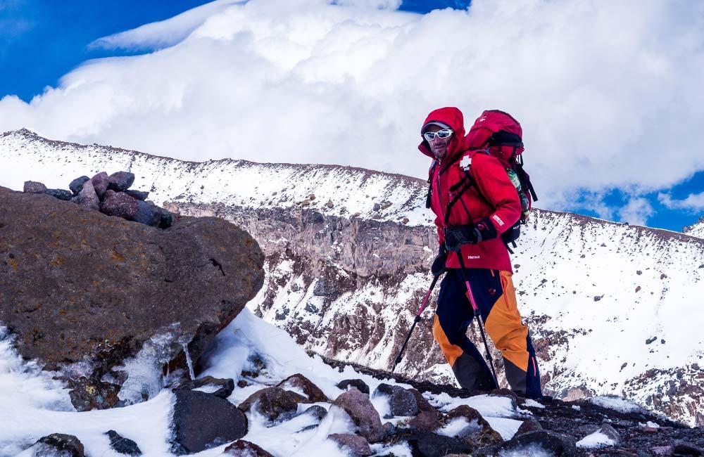 Kije trekkingowe zimą