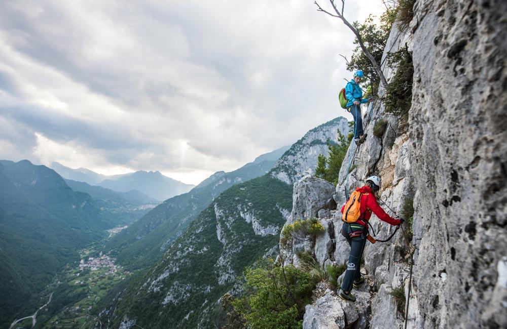 Lonża via ferrata – jak używać jej w górach