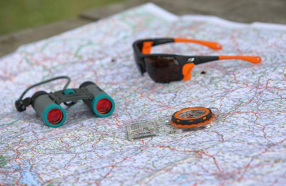 mapa, kompas i lornetka to sprzęt, który zawsze przydaje sięw górach