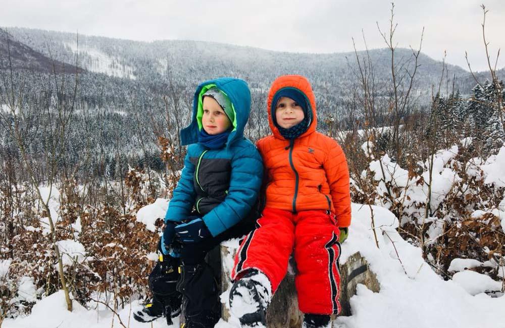 Dzieci w górach - dobra odzież zimowa dla dzieci