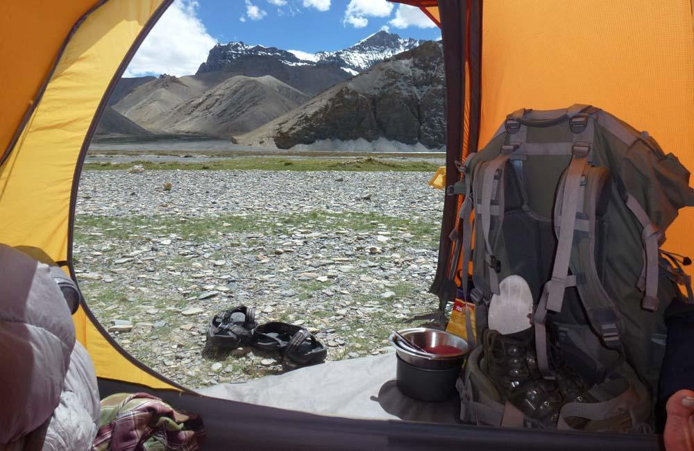 pod namiot należy zabrać niezbędny do życia ekwipunek