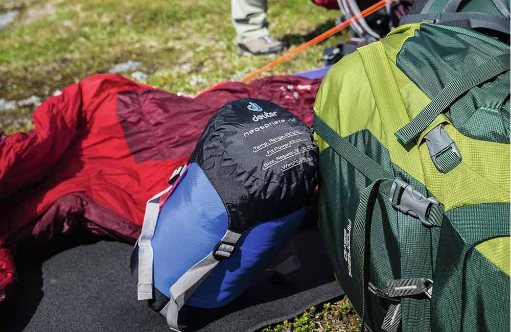 Niewielkie rozmiary pokrowca na śpiwór to łatwiejsze pakowanie.