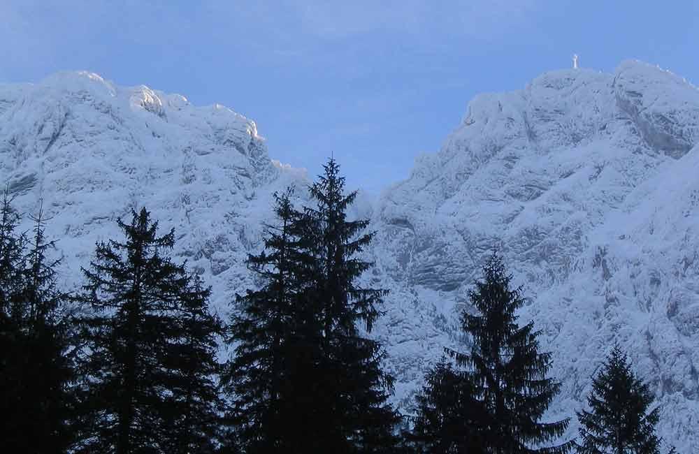 Najłatwiejsze szlaki w Tatrach - Widok na Giewont z doliny Strążyskiej