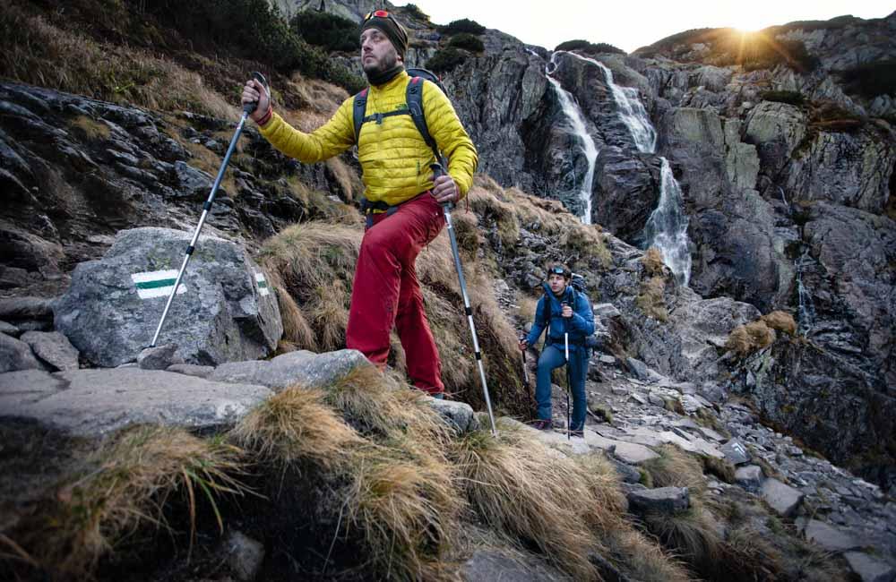 Jak chodzić z kijkami trekkingowymi