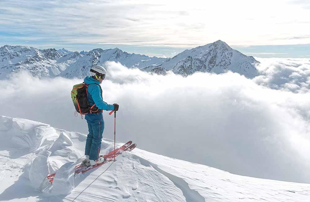 Jak wybrać wiązania skiturowe do jazdy poza trasą