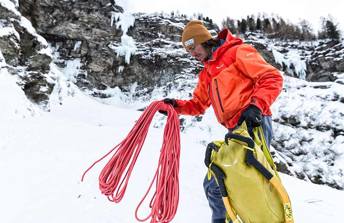 5aa20ca22ba7e Jaka kurtka zimowa w góry? Jak wybrać kurtkę zimową? | 8academy