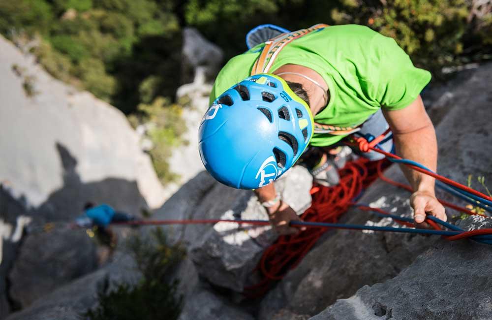 Jaki kask wspinaczkowy wybrać w góry i skały
