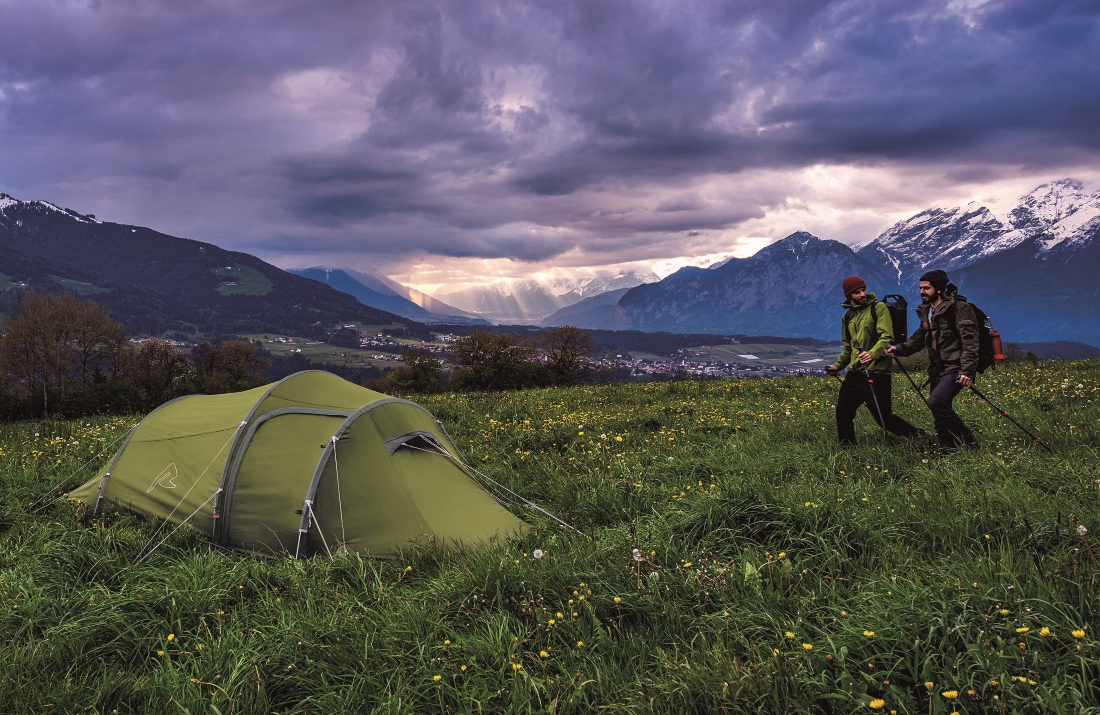 Jaki namiot 3 osobowy kupić? Sprawdzamy dostępne opcje