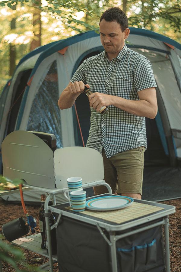 zestawy naczyń kempingowych - talerze i kubki marki Easy Camp