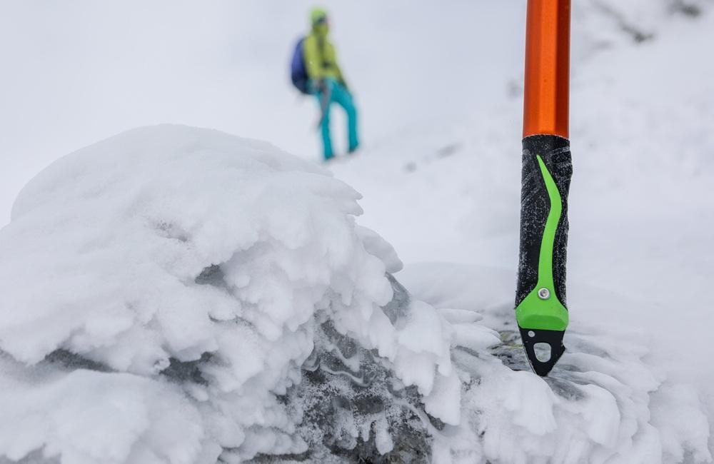 zimowy sprzęt w góry - stylisko czekana zakończone grotem