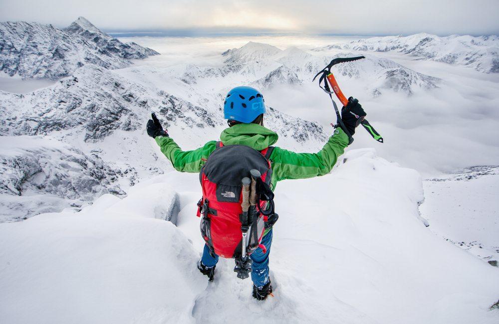 zimowy sprzęt w Tatry - czekan to podstawa