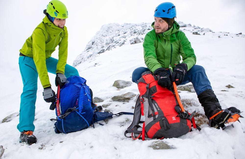 Czekan to ogromne ułatwienie w górach, zwłaszcza zimą