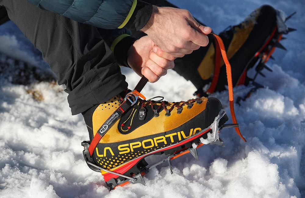 Mocowanie rakow automatycznych na buty górskie