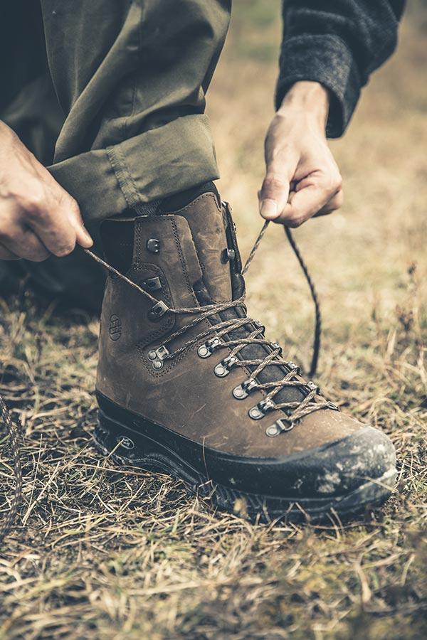 jakie buty trekkingowe na szeroką stopę