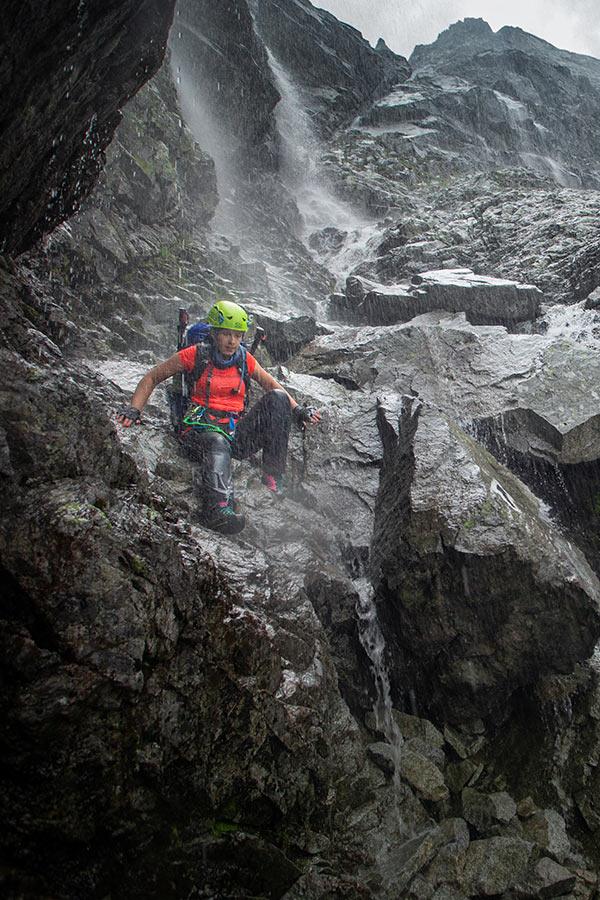 zachowanie w czasie burzy - unikaj cieków wodnych