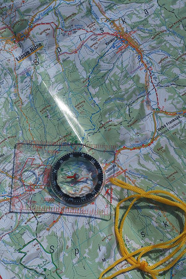 mapa w górach